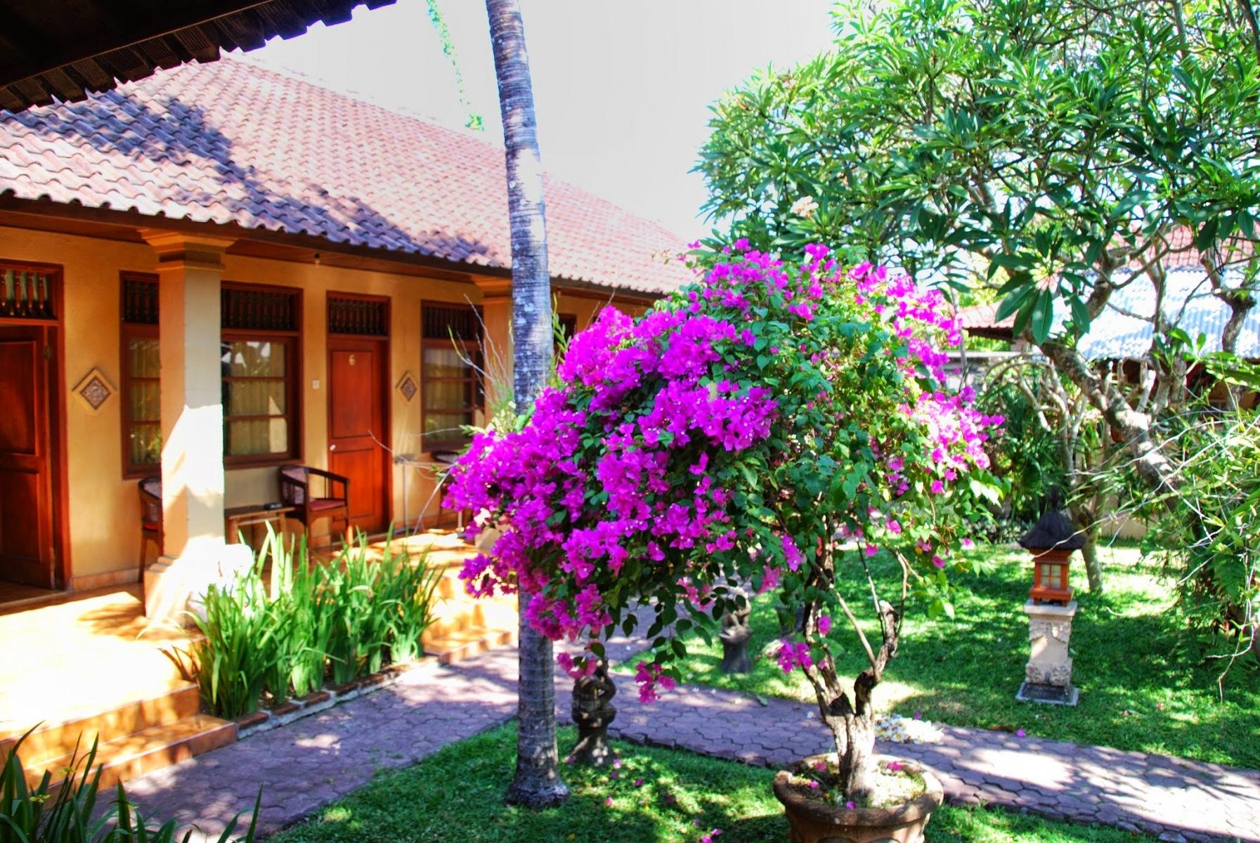 Bali - Sanur - patio w hoteliku