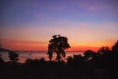 Flores - Labuan Bajo - zachód słońca na tarasie